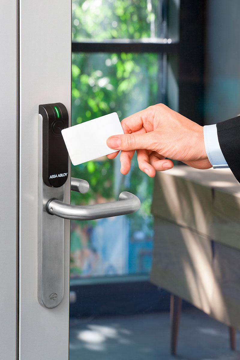 Монтаж системы контроля управления доступом (СКУД).